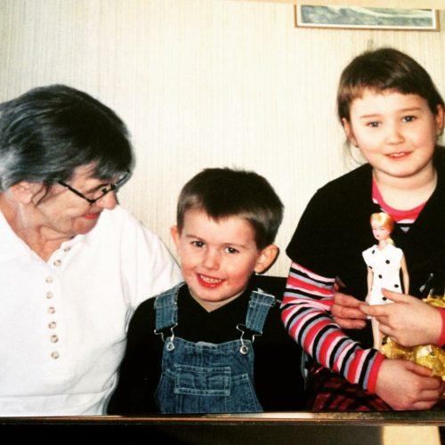 Gammelmormor och barnen